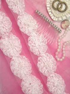 E6681 White Floral Lace Sewing Trim