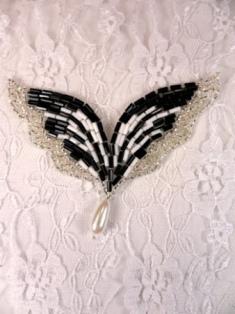 """FS3748 Silver Black & White Dangle Applique 3"""""""