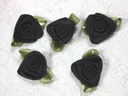 L27 Set of 5 Black Green Ribbon Rose Appliques