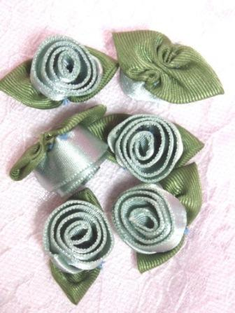 L51  Set of ( 6 ) Sea Foam Ribbon Rose Flower Appliques