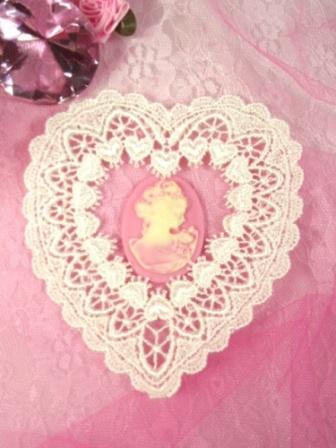 L6  Ivory Venice Victorian Lace Heart Applique