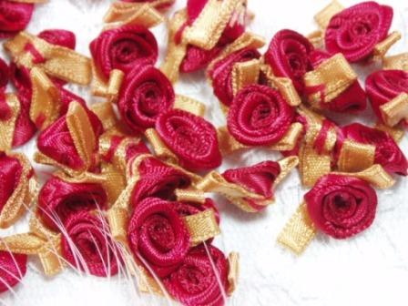 L7K  Set of (20) Red Gold Ribbon Rose Appliques