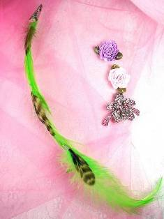 MR12748 Bright Green Feathers w/Alligator Clip
