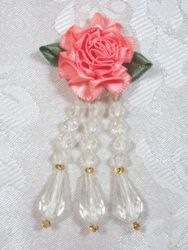 VD1  Peach Ivory Floral Dangle Beaded Applique 3""