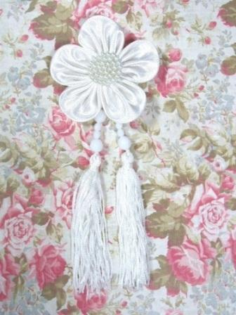 VD6  White Floral Dangle Beaded Tassel Applique 6""